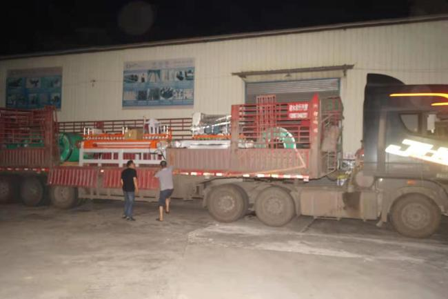 节前发往吉林、山西、昆明、南京,各一车瓷砖加工设备